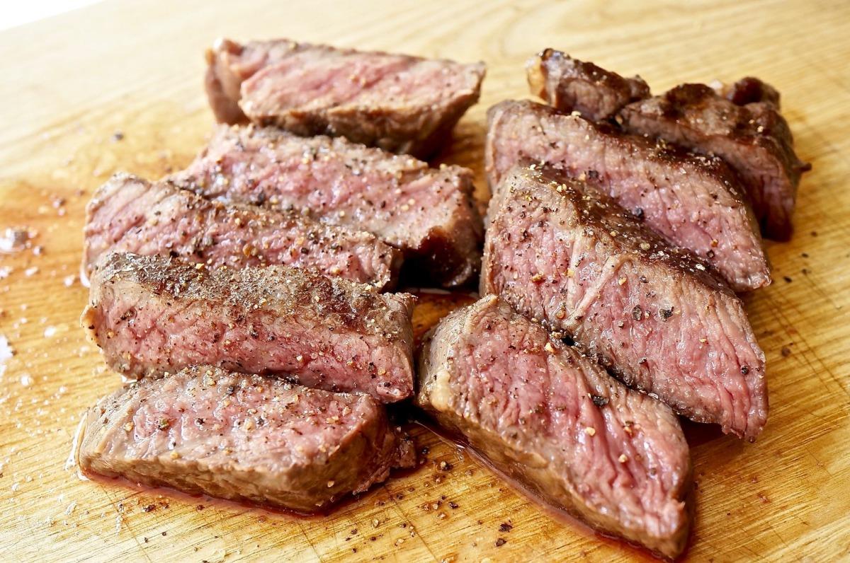 Wagyu Trip Tip Steak mit Rettichsalat