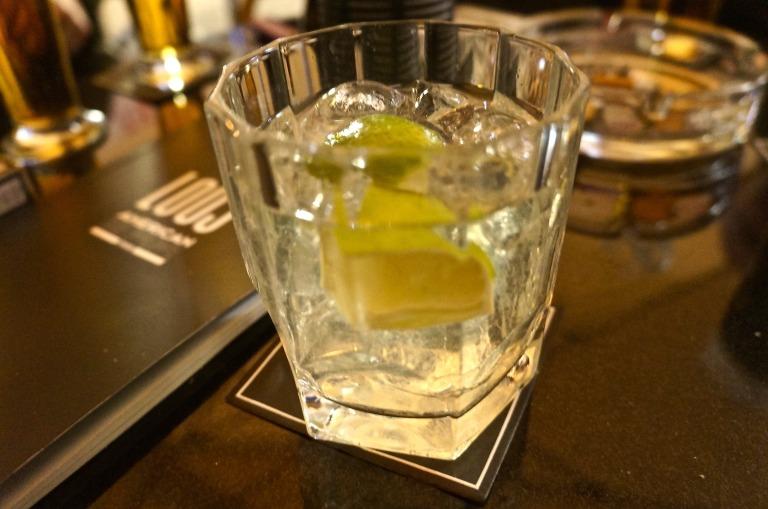 nach einem Wodka Soda in der Loos Bar