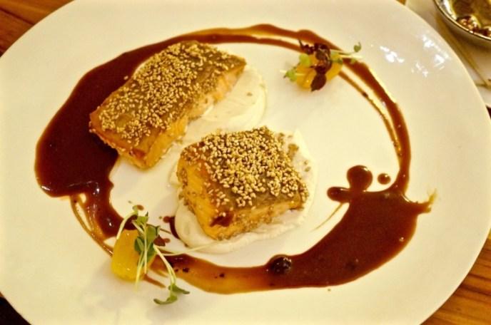 gegrillter Lachs mit cremigem Tofu