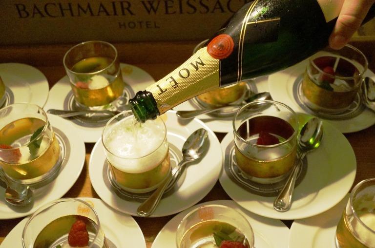 Yuzu Sorbet, aufgegossen mit Champagner