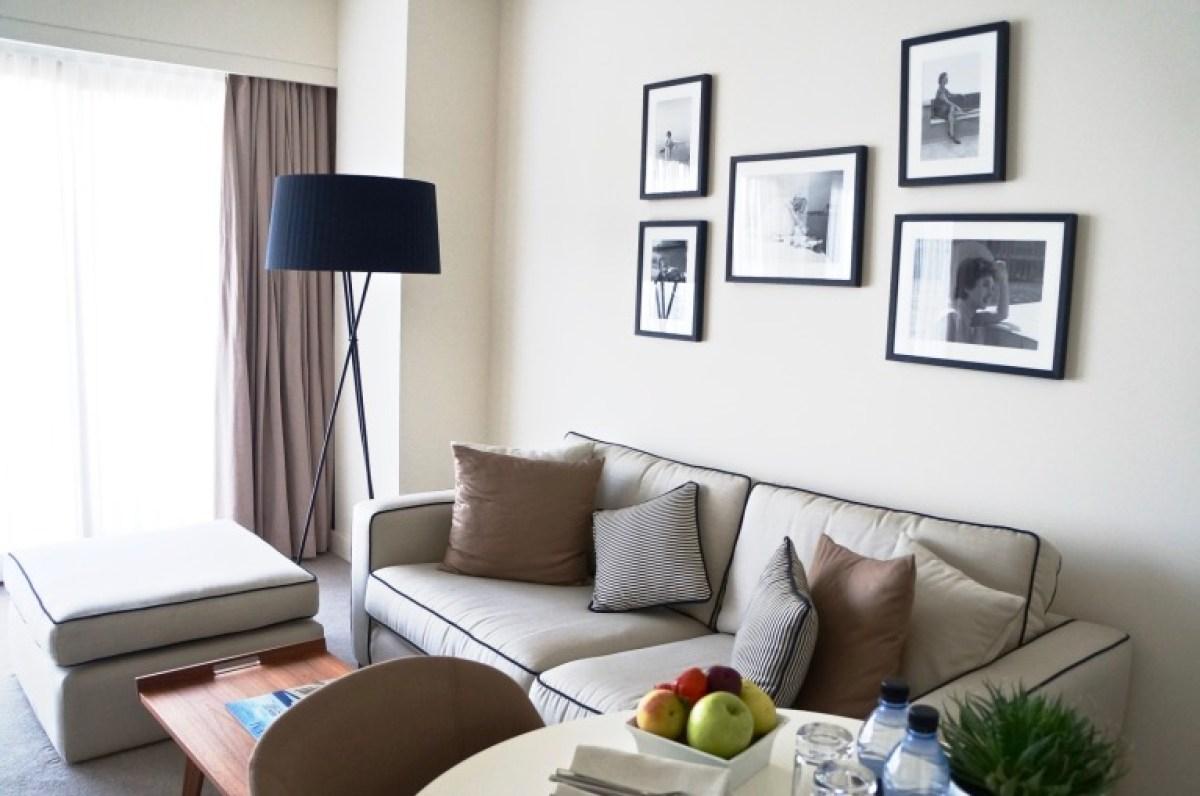 kurze Sofapause mit Obst, wie immer im Hotel