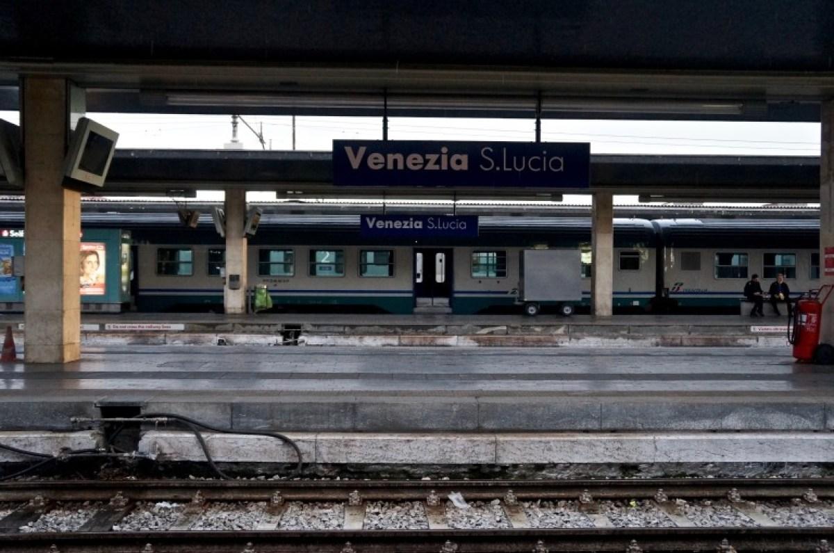 zurück am Bahnhof