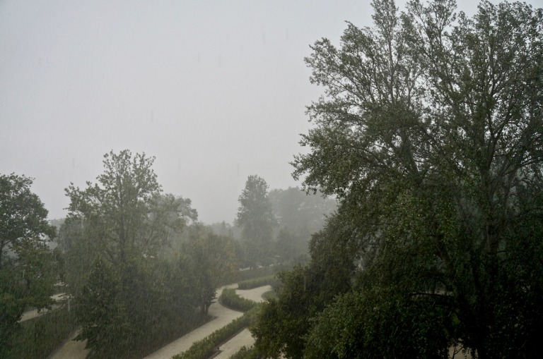 dann zog ein Sturm auf, mit heftigem Regen