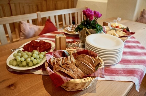 Bünderfleisch, Schinken, Käse und selbstgebackener Kuchen