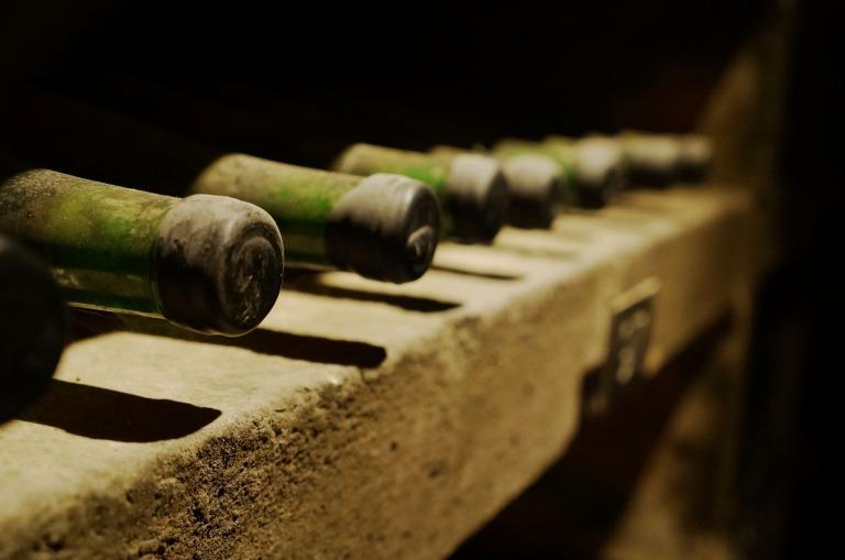 etwa 100.000 Flaschen aller Jahrgänge