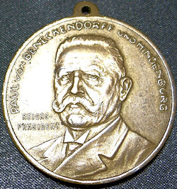 GERMANY - MEDAL - VETERAN'S  - SALUTING GENERALFELDMARSCHALL PAUL von HINDENBURG - Imperial German Military Antiques Sale