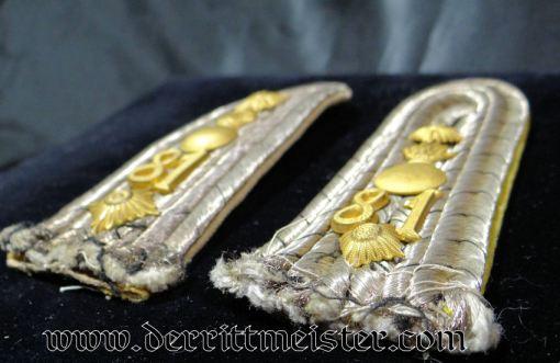 PRUSSIA - SHOULDER BOARDS - HAUPTMANN - FELDARTILLERIE-REGIMENT Nr 81 - Imperial German Military Antiques Sale