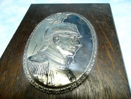 WOODEN/METAL DESK DISPLAY OF KAISER WILHELM II IN REGIMENT der GARDE du CORPS UNIFORM - Imperial German Military Antiques Sale