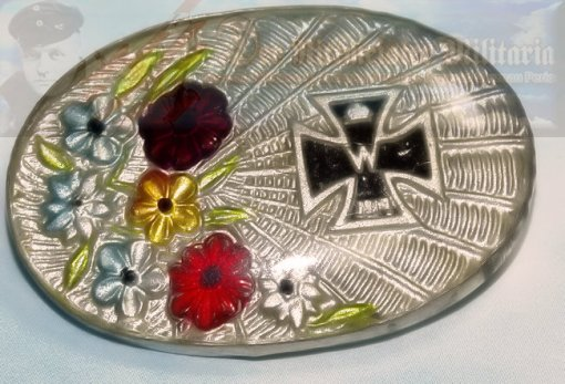 GERMANY - PATRIOTIC PIN - OVAL WITH IRON CROSS AND FLORAL MOTIF - Imperial German Military Antiques Sale