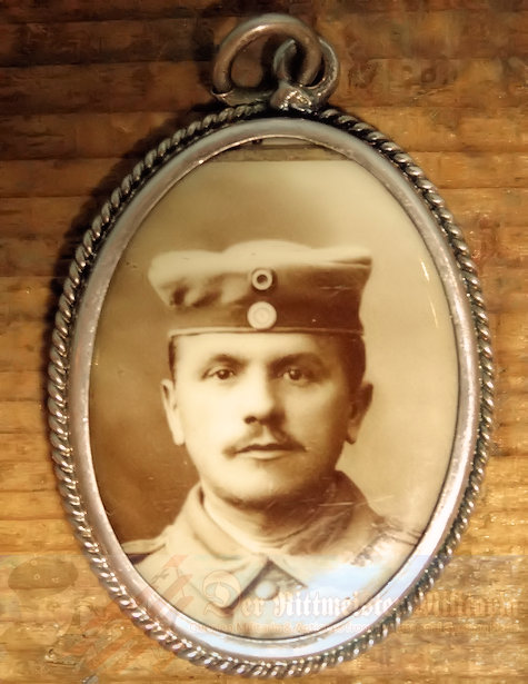 GERMANY - PATRIOTIC PHOTO PENDANT - SOLDIER PHOTOGRAPH - Imperial German Military Antiques Sale