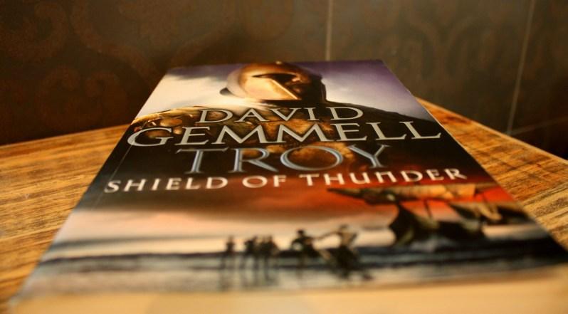 """Roman """"Shield of Thunder"""" von David Gemmell"""