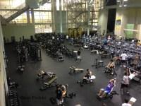 2015: sehr groser Gym mit Maschinen Spinning und Gewichten unter dem Sprungturm.