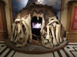 Ein Zelt aus nachgebauten Mammut-Knochen und -Fell. Genial.