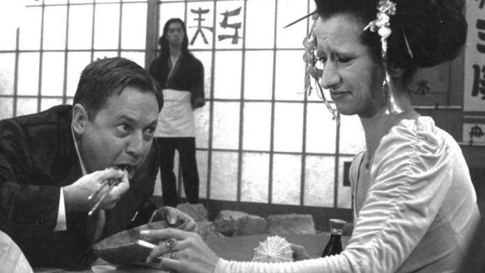 Fantozzi, il film del 1975 diretto da Luciano Salce e interpretato da Paolo Villaggio, compie 45 anni. Tanti, tanti, tanti, tanti auguri Ragioniere.
