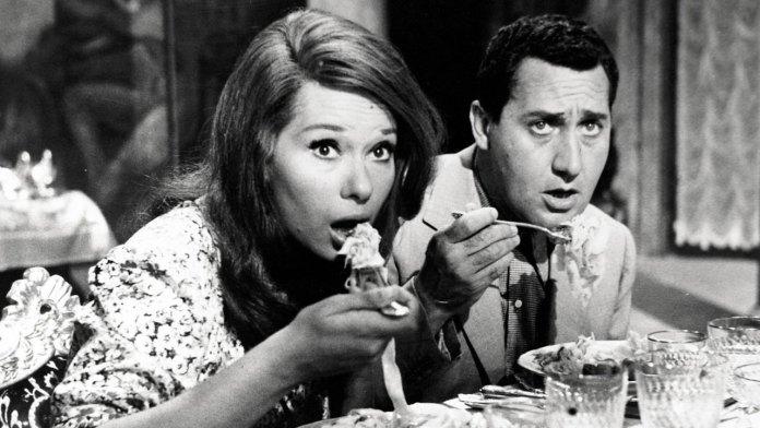 Una vita difficile è un film del 1961 diretto da Dino Risi e scritto assieme a Rodolfo Sonego. Con Alberto Sordi e Lea Massari.