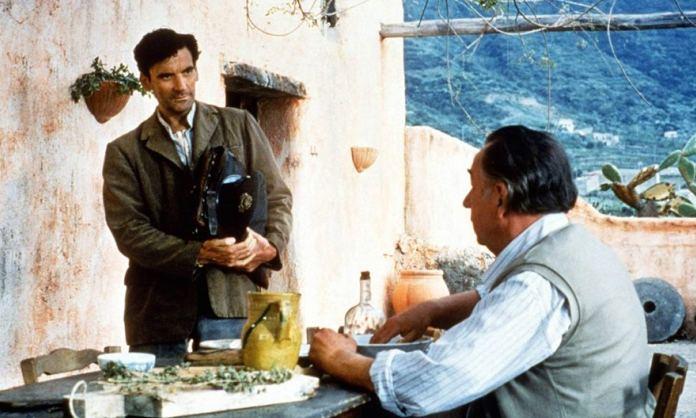 Il Postino è l'ultimo vero saluto di Massimo Troisi al suo amato pubblico e al cinema. Diretto nel 1994 da Michael Radford, con Philippe Noiret.