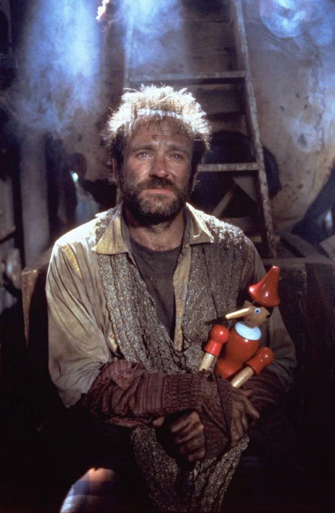 Ne La leggenda del santo pescatore, Robin Williams è il senzatetto Henry Sagan.