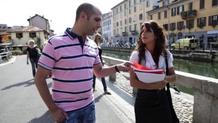 Checco Zalone e Giulia Michelini in Cado dalle Nubi (2009)