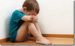 Les symptômes de stress post-traumatique, la détresse psychologique et les comportements sexuels problématiques sont les conséquences de l'agression sexuelle qui sont le plus observées chez les enfants.