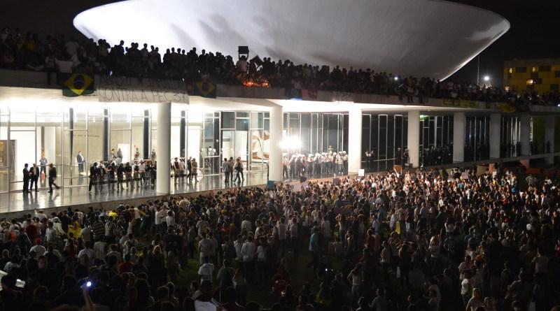 Protesto_no_Congresso_Nacional_do_Brasil,_17_de_junho_de_2013