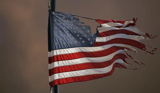 EUA-bandeira-rasgada
