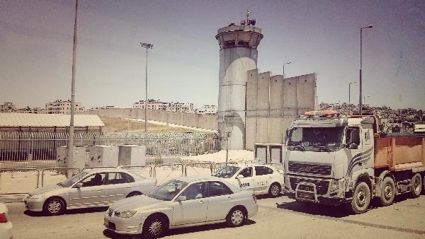 Qalandia: Posto de Controle entre Jerusalém e Ramala. Foto: Tali Feld Gleiser.