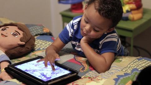 kids-and-iPads-485x273