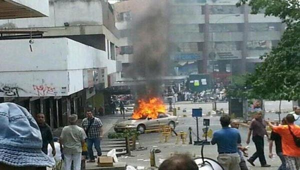 Guarimbas: atos de vandalismo organizados pela oposição venezuelana