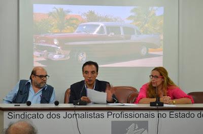 Freire (à esquerda) Ribeiro (ao centro) e Cônsul de imprensa de Cuba do  Consulado de SP (à direta). Foto: Ivette Martínez