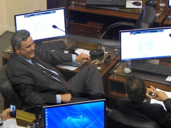 Comissões analisarão quebra de decoro de Cesar Faria e Badeko
