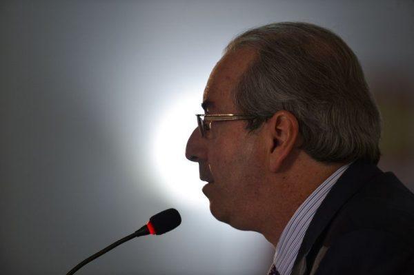 Eduardo Cunha renuncia para tentar salvar mandato