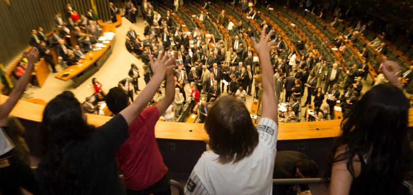 Brasília- DF- Brasil- 25/10/2016- Estudantes protestam no plenario da Câmara dos Deputados, durante a sessão de votação da PEC 241/16. Foto: Lula Marques/ Agência PT