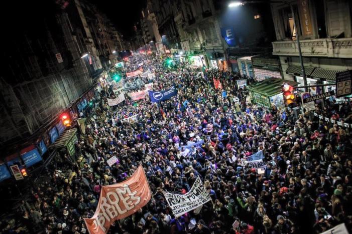 Contra o feminicídio, argentinas organizam greve geral de mulheres