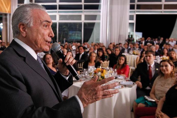 Brasília - O presidente Michel Temer acompanhado dos Presidentes da Câmara e do Senado, Rodrigo Maia  e Renan Calheiros durante jantar com a base aliada no Palácio da Alvorada. Foto: Beto Barata/PR