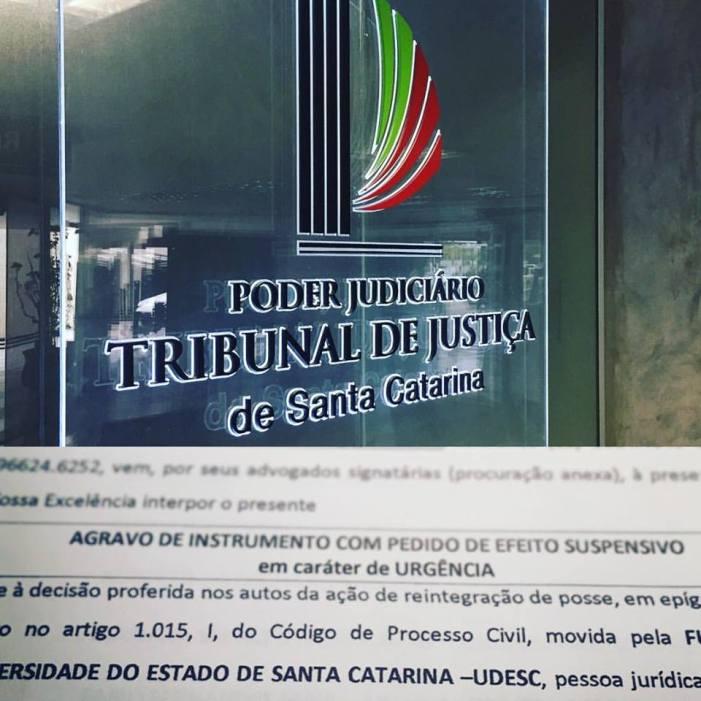 Reintegração de posse da reitoria da Udesc, em caráter de plantão e com uso da força policial