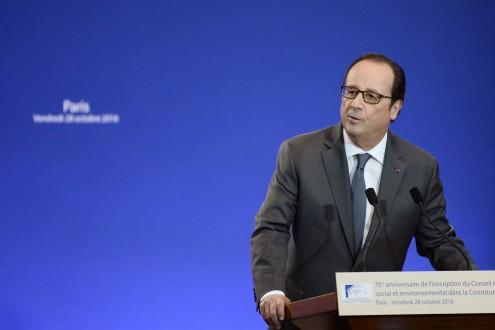 """França: Hollande fez """"acordo secreto"""" com UE para não cumprir défice"""