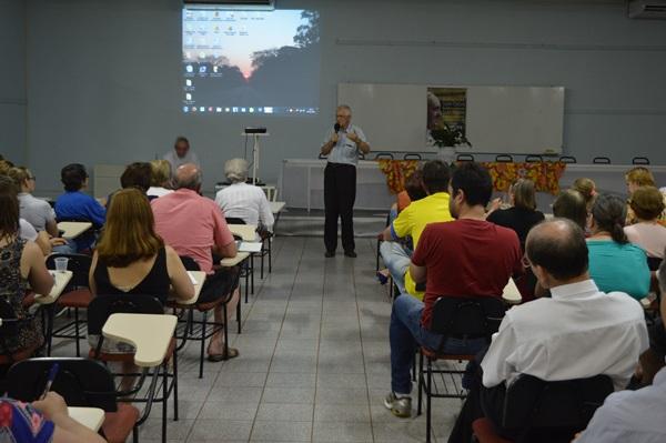 'Lobo' fala sobre os eixos que movem o golpe no Brasil e na América Latina