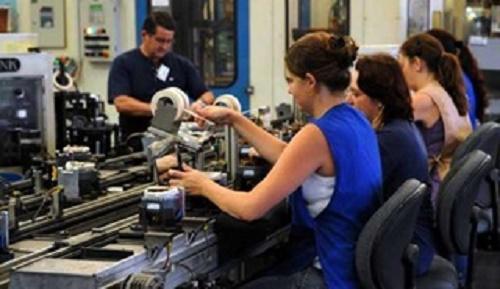 Entre as mulheres, 70% estão fora do mercado de trabalho e dedicam-se aos afazeres domésticos e familiares. Foto:  Agência Brasil