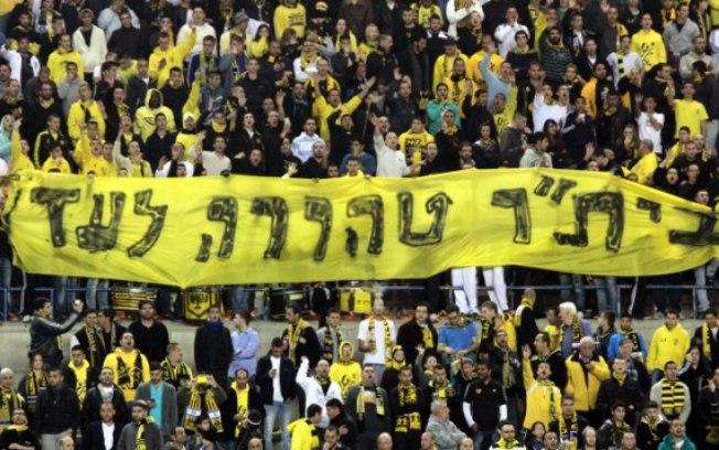 'Beitar sempre puro' dizia a faixa levantada pela torcida israelense