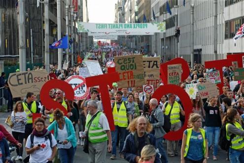 455 organizações da sociedade civil da Europa e Canadá apelam à rejeição do CETA