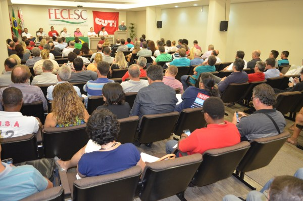 Dirigentes sindicais de todo o estado lotaram o auditório da Fecesc, na manhã do dia 3, para debater formas de mobilização contra a reforma da Previdência.