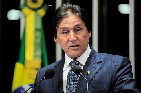 Em discurso na tribuna do Senado, senador Eunício Oliveira (PMDB-CE).
