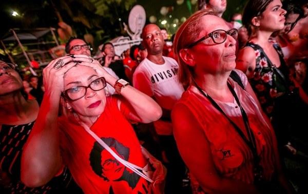 Multidão foi ao Vale do Anhangabaú, no centro de São Paulo, acompanhar votação na Câmara e prestar apoio à então presidenta Dilma. Foto: Danilo Ramos/RBA