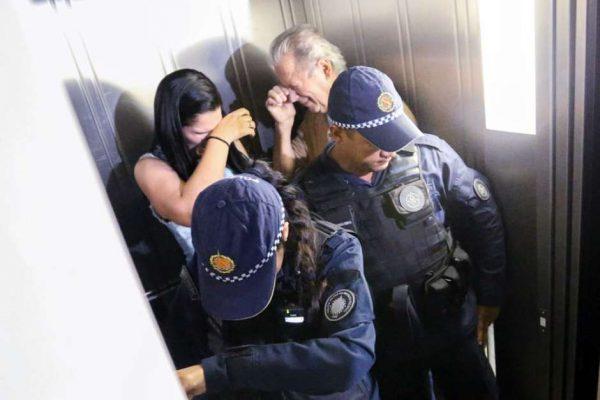 Ex-ministro José Dirceu foi cercado por integrantes do movimento Nas Ruas em seu apartamento na noite de ontem (4) (Foto: Fabio Rodrigues-Pozzebom / Agência Brasil)