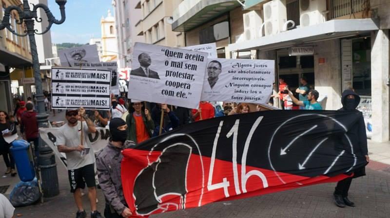 Marcha Antifascista realizada hoje em Florianópolis/SC.