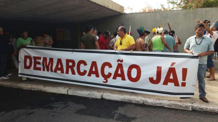 Impedidos de acompanhar votação da CPI Funai/Incra, indígenas continuam luta em Brasília