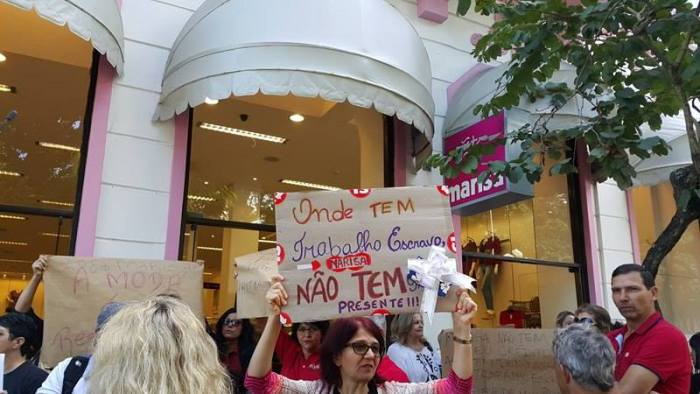 Depois de propaganda ofensiva, manifestantes pedem boicote às Lojas Marisa em Florianópolis