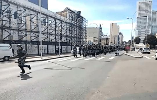 """Polícia do Paraná exibe vídeo com """"boas vindas ao pessoal da CUT e MST"""""""