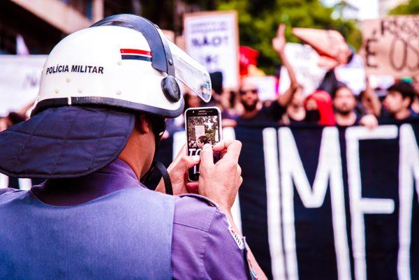 PMs filmam protesto do Movimento Passe Livre em 2017 (Foto: Daniel Arroyo/Ponte Jornalismo)