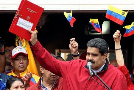 Venezuela: Maduro envia carta a papa Francisco para pedir mediação entre governo e oposição